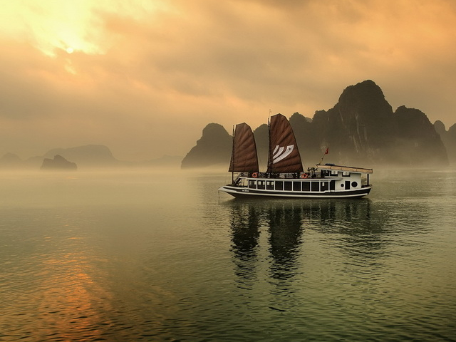 Best Hanoi and Ha Long Bay Tour 4 Days Photos