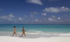 69533 Tourists Walk On Caracol Beach In Cancun February 1 2011