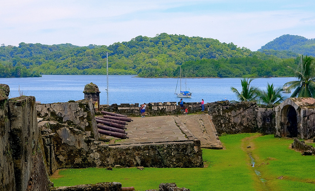 Colon Tour, One Way on Train, Agua Clara Lockks & Portobelo Photos