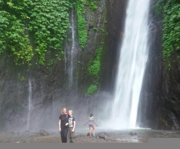 Top Recommended Melanting Waterfall & Visit Ulundanu Lake Photos