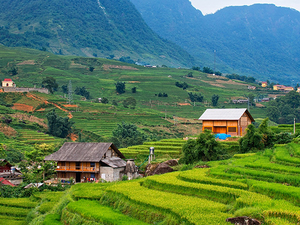 9 DAYS DISCOVER NORTH AND CENTRE OF VIETNAM PACKAGE TOUR Photos