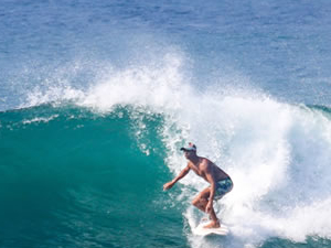 Surf the whaves in Arugambay