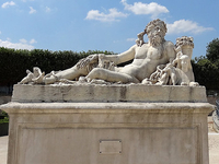 Statue Within The Tuileries