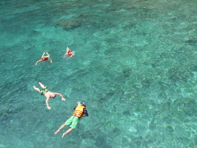 Comfortable PP Island Tour Phuket Photos