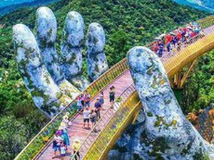 Discover The Gold Bridge In Danang City Fotos