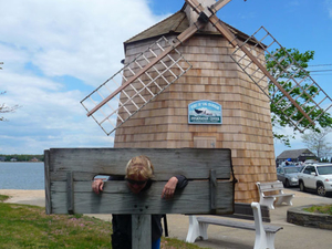 The Hamptons, Sag Harbor and Outlet Shopping Day Trip from New York City Photos