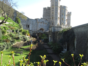 Stonehenge, Windsor Castle, Bath, and Medieval Village of Lacock Including Traditional Pub Lunch Photos